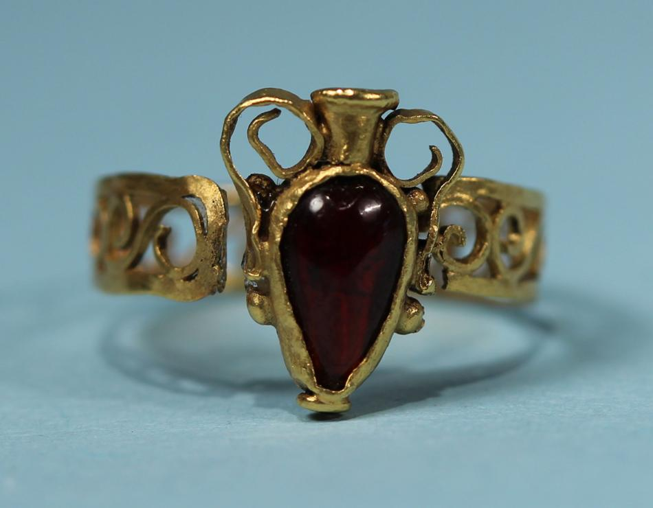Roman Gold and Garnet Finger Ring